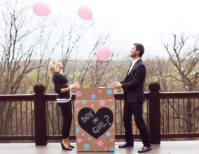 reveal-babys-gender-with-ballon-for-baby-shower-party